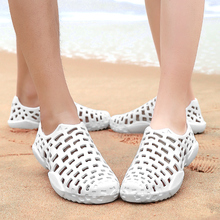 夏季洞ji0鞋男士凉an白鞋男士拖鞋防滑沙滩鞋包头情侣越南拖