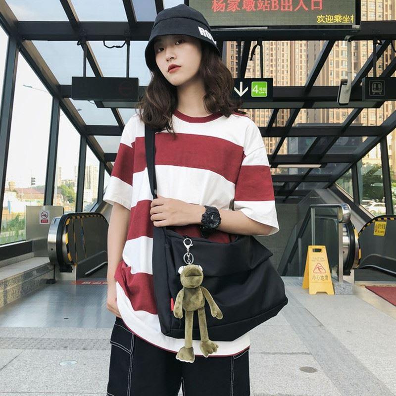 暗黑系尼龙帆布斜挎包男女学生休闲书包纯色极简大容量单肩购物袋