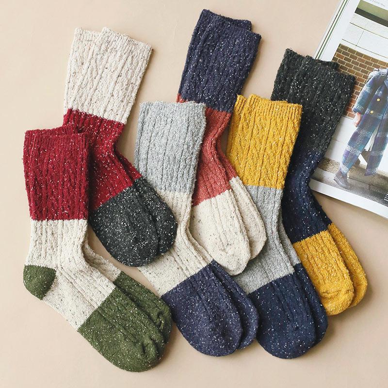 点击查看商品:秋冬季加厚保暖拼色麻花中筒袜子女棉袜韩国棉点点打底女袜堆堆袜