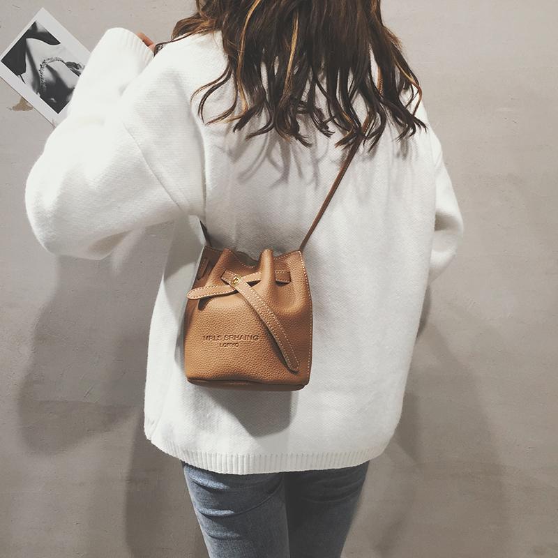 洋气时尚小包包女2019新款潮韩版斜挎水桶包纯色简约百搭单肩包潮