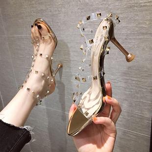 2020年夏新款一字带性感时装凉鞋铆钉女水晶法式高跟鞋子细跟透明图片