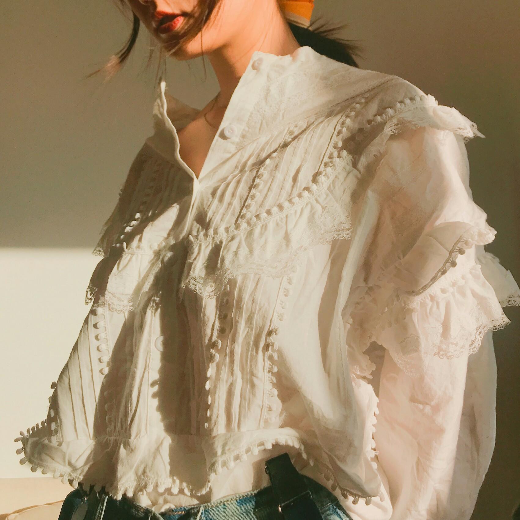 【LVY】吕颖同款 时尚甜美蕾丝花边白衬衫女圆领宽松喇叭长袖上衣