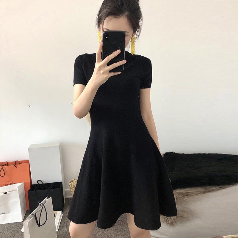 赫本风小黑裙女黑色短款a字小个子修身冰丝针织连衣裙2019新款夏