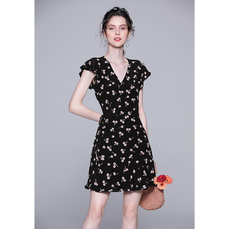 年2019新款樱桃茶歇裙女夏法式V领真丝连衣裙桑蚕丝裙子流行女装