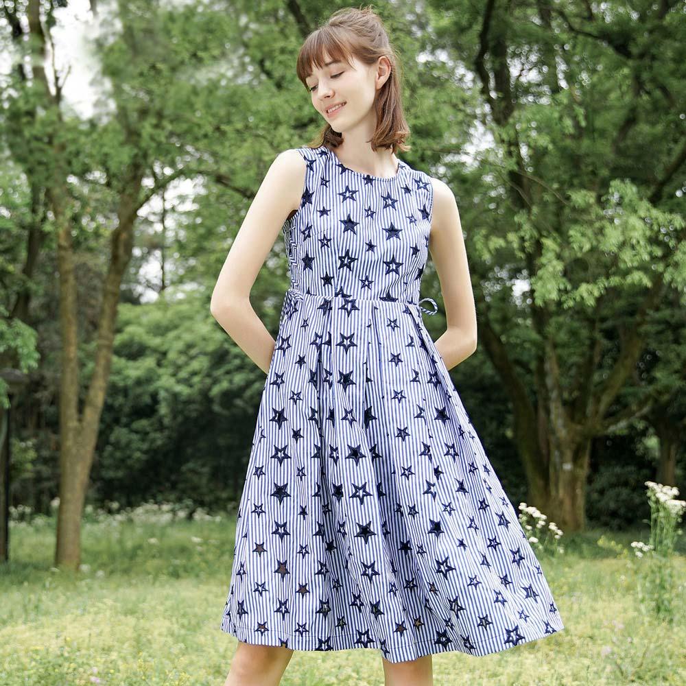蓝色倾情2017新款裙子 星星刺绣小清新收腰无袖条纹连衣裙女夏