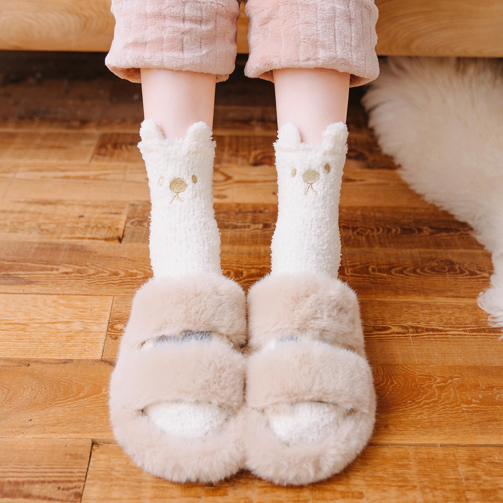 毛袜子冬季加厚加绒珊瑚绒中筒袜女冬天可爱睡觉穿的睡眠袜家居袜
