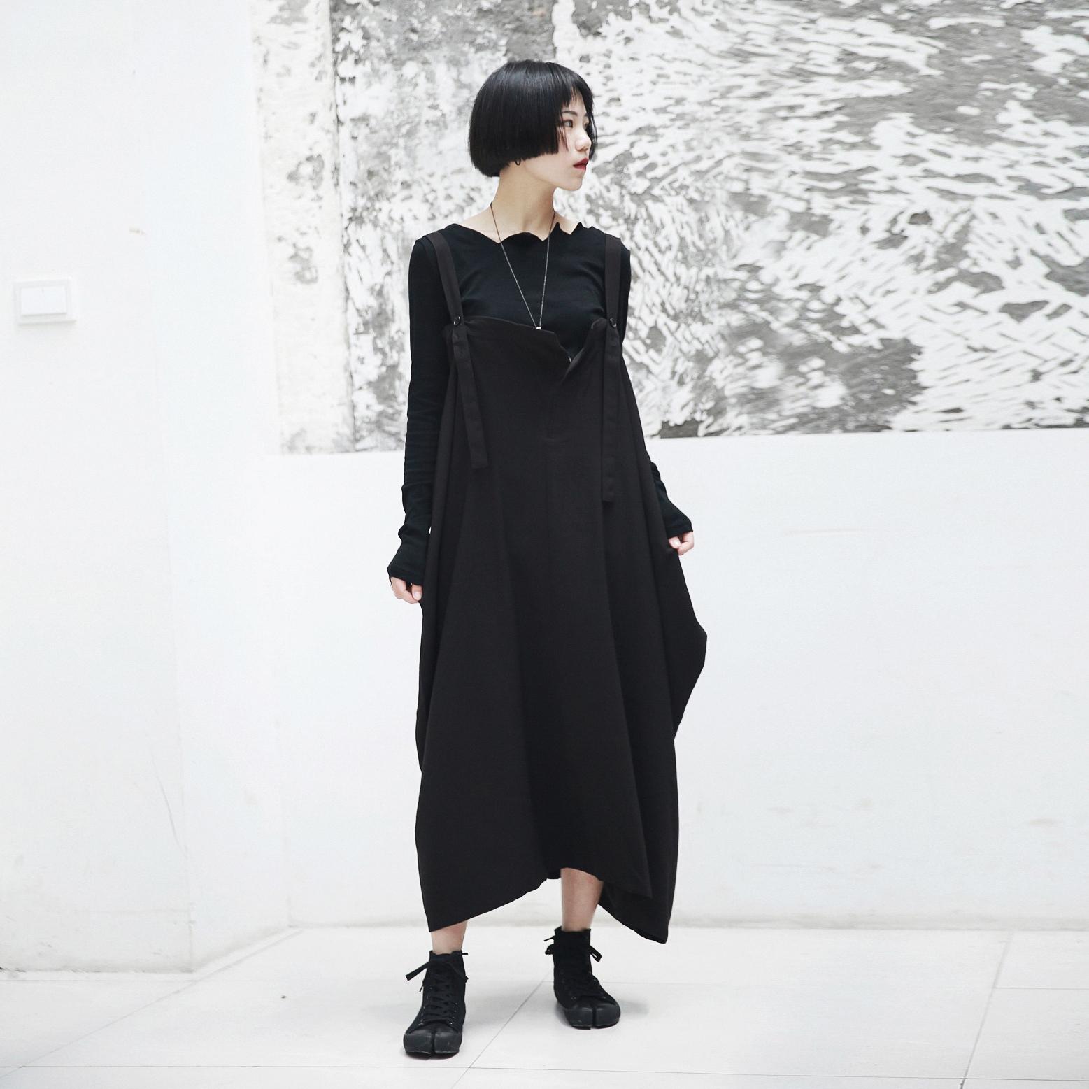 SIMPLE BLACK 2018秋冬AW暗黑风大口袋不规则宽松背带连衣裙 女
