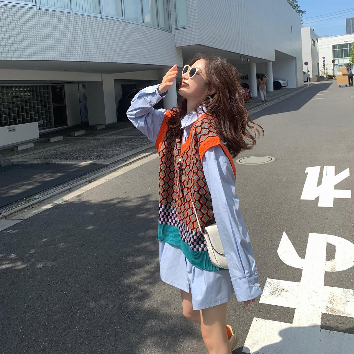 [¥104.9]撞色格子针织马甲2020春装女新款慵懒风宽松百搭无袖V领背心上衣