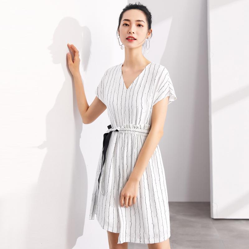 【新品价99元】2018夏季不规则裙摆V领收腰显瘦无袖条纹连衣裙女