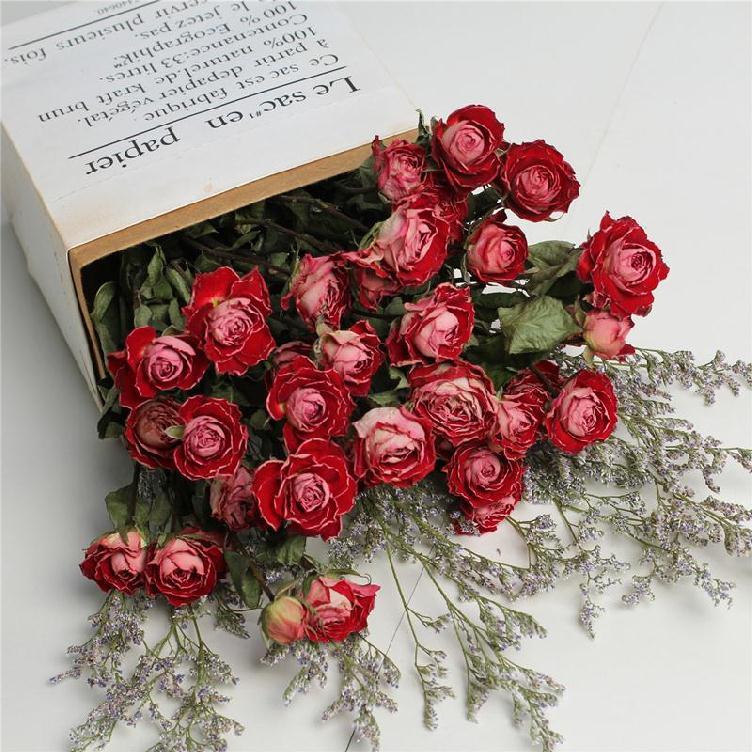 装满天星干花的花瓶欧式韩式插复古玫瑰花北欧装饰小摆件清新桌上