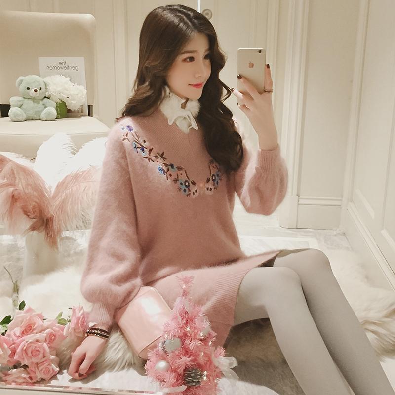 梦梦家甜美花朵刺绣V领灯笼袖针织连衣裙中长宽松显瘦加绒毛衣裙