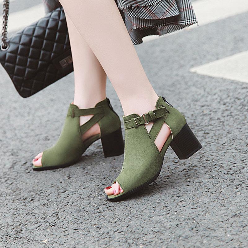 大码凉鞋女41-43夏中跟鱼嘴大码女鞋40码粗跟42百搭春镂空时尚潮