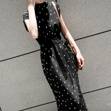 赫本黑色qu1点碎花气ui女夏冷淡风法款(小)众无袖收腰显瘦长裙