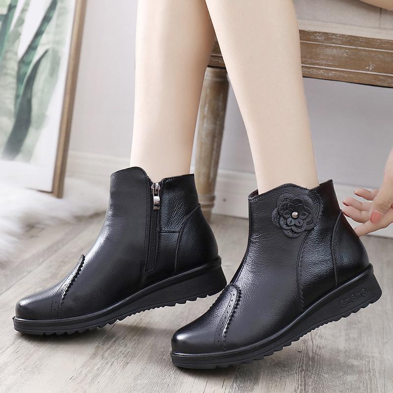 冬季妈妈棉鞋真皮平底中老年人短靴中年女鞋皮鞋加绒保暖软底防滑