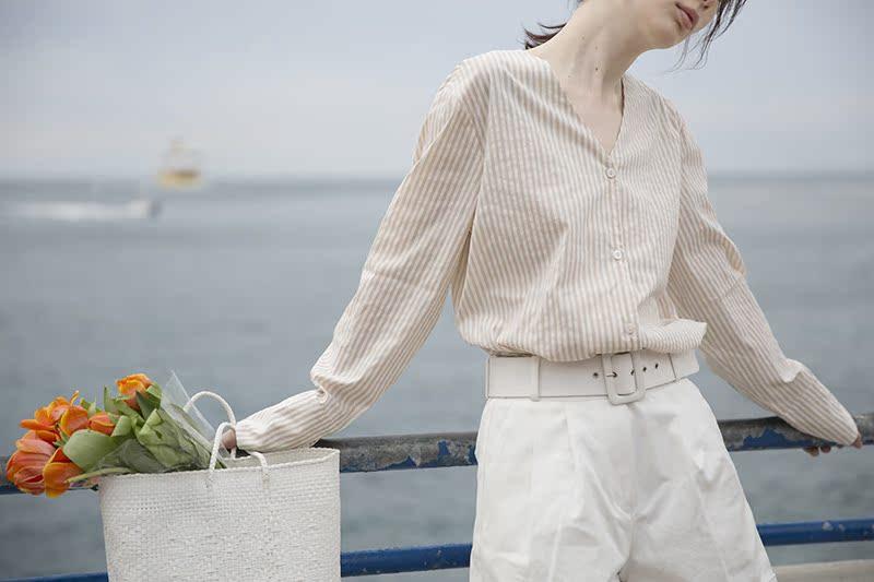 果核宇宙 法式优雅宽松V领条纹防嗮衫2018新款夏长袖少女衬衫