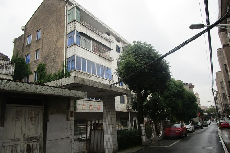 浙江省东阳市吴宁街道新苑路10号2单元402号房屋