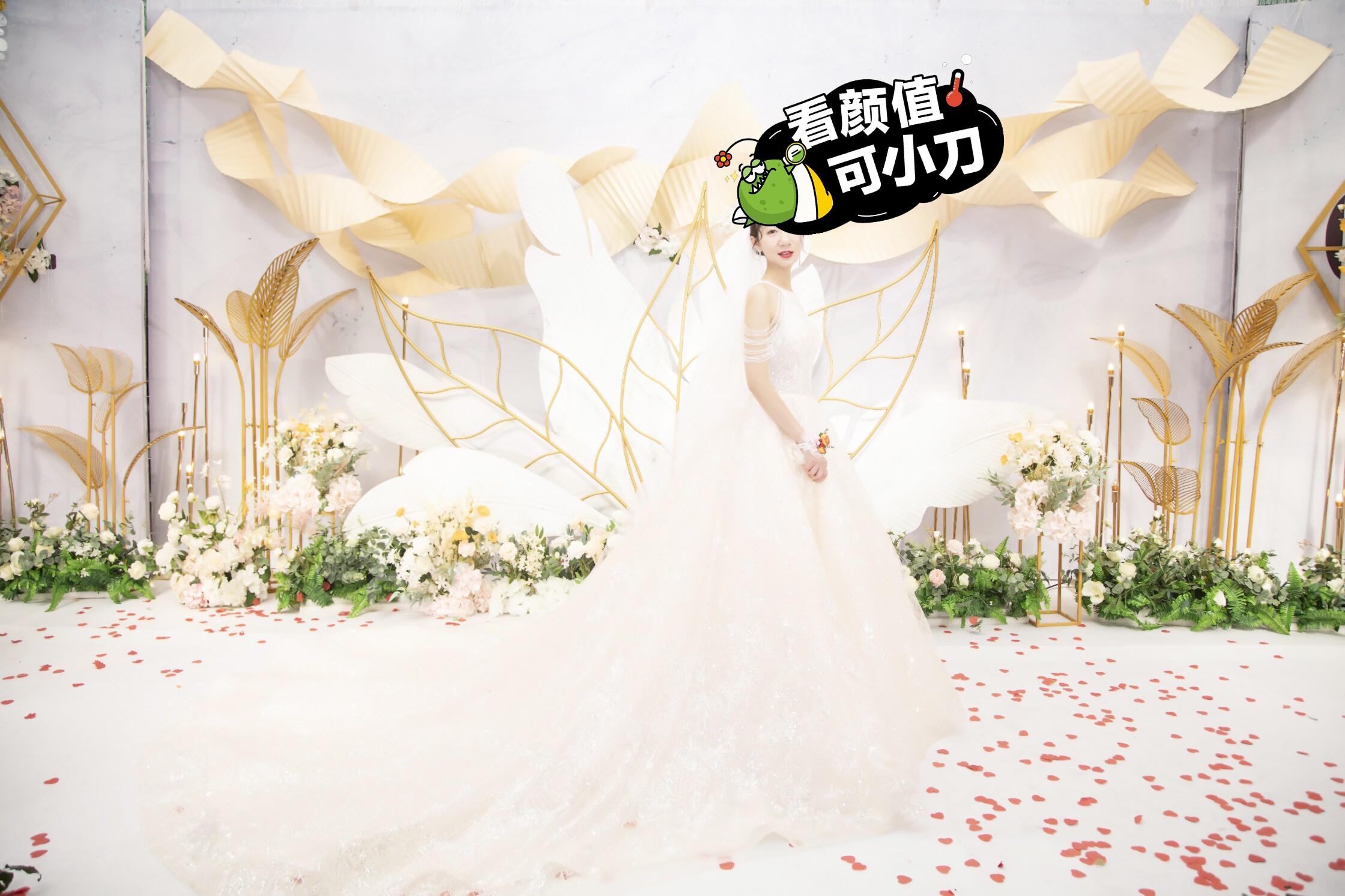 超仙的婚纱带拖尾,很好看的婚纱,本人仅穿过婚礼那半小时,现低