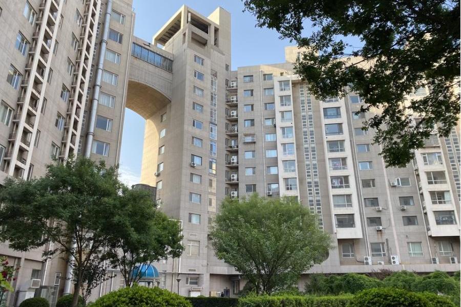 天津市开发区黄海路10号7-802房的二分之一产权份额