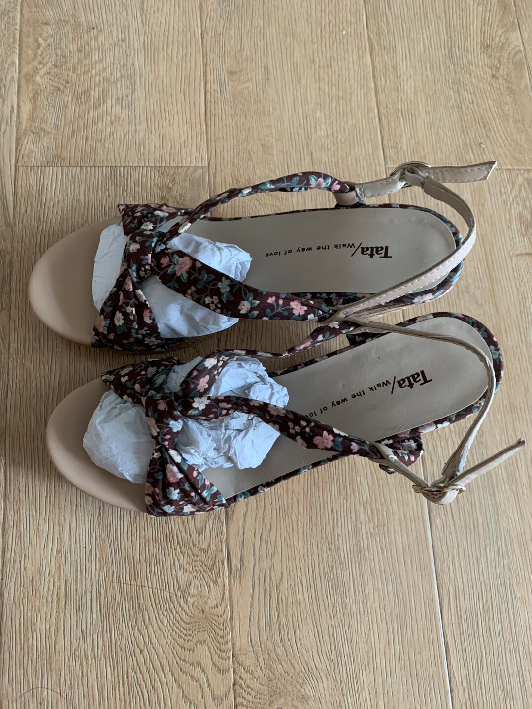 TaTa凉鞋,38码,95成新,50元,不包邮不议价,一经售