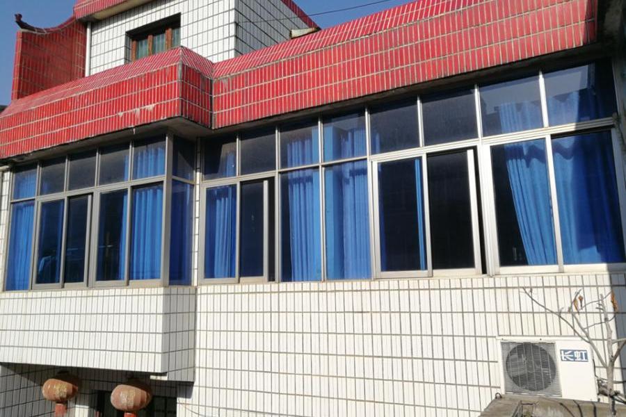 咸宁市温泉村杨家垴的一栋住宅房地产