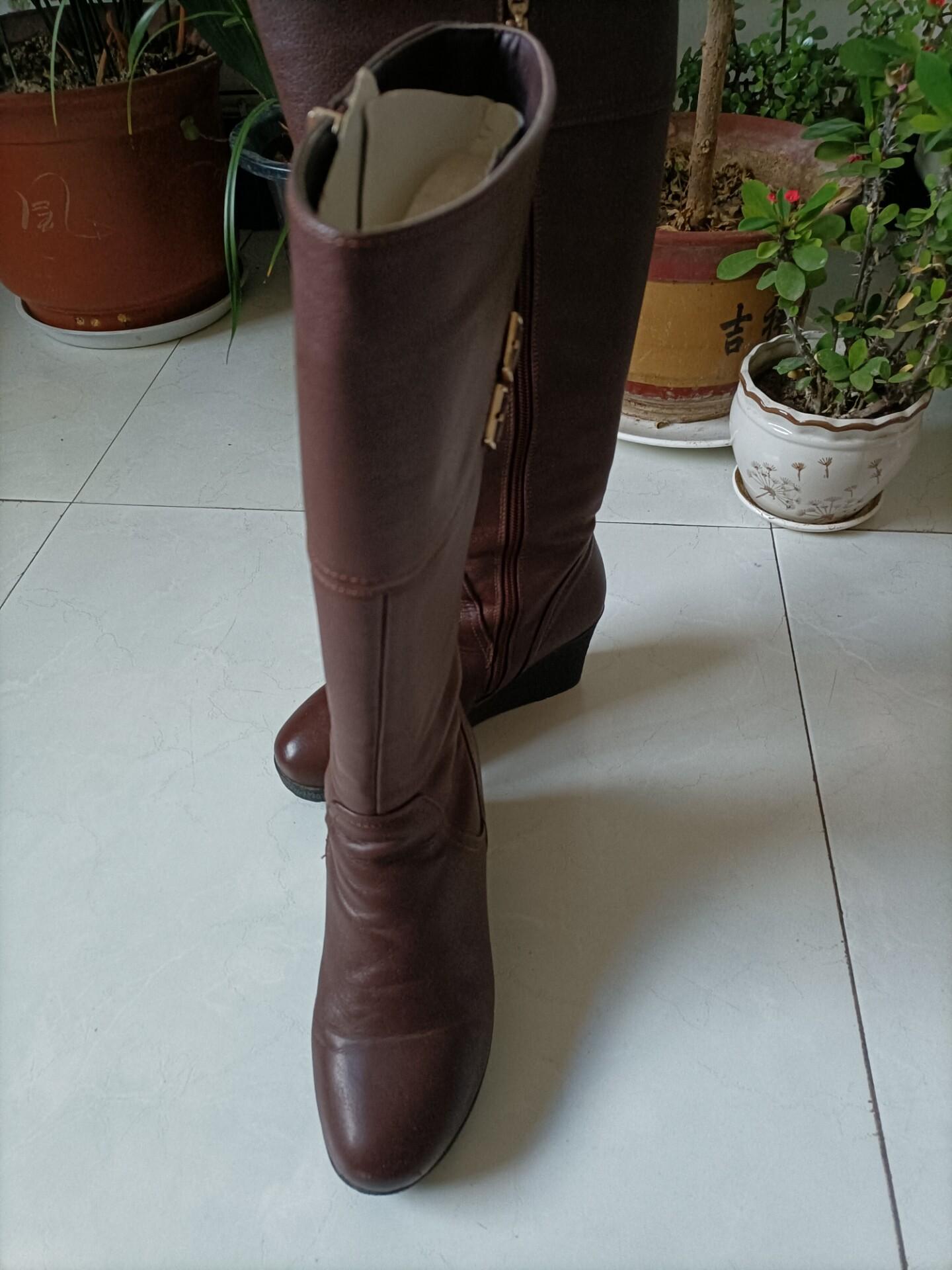 红蜻蜓女靴,成色如图,没有美颜,37码,,单位暖和穿不到了