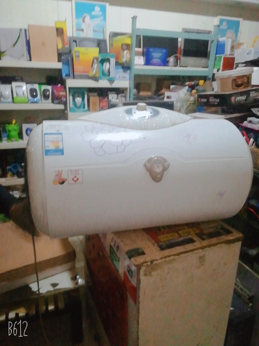 海尔圆桶电热水器,便宜出售。