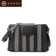 Honggu red Valley woman counters authentic woven patterns leather classic shoulder bag Messenger Bag Black and white 6939
