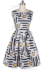 2015 Europe and retro style dress with black and white striped sunflower print sundress at the end of t