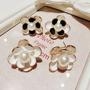 Mail size flower Daisy sweet Korean stereo exaggeration Joker''s earrings women''s fashion exaggeration of new