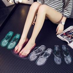 夏季平底时尚室外穿女水晶透明学生平跟夹脚人字拖沙滩海边凉拖鞋