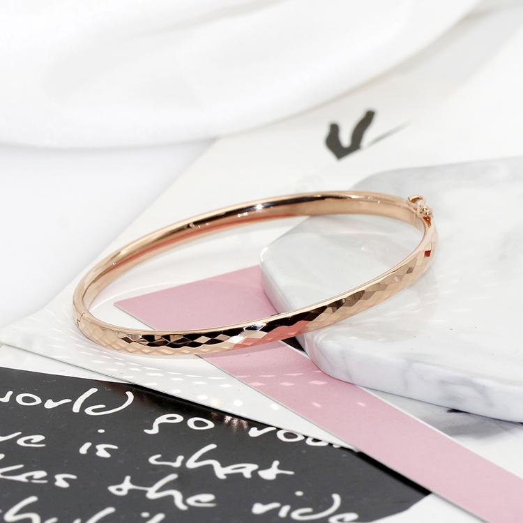 弥高珠宝18K金玫瑰金白金菱形花纹内弧手镯品牌正品新款贵妃镯