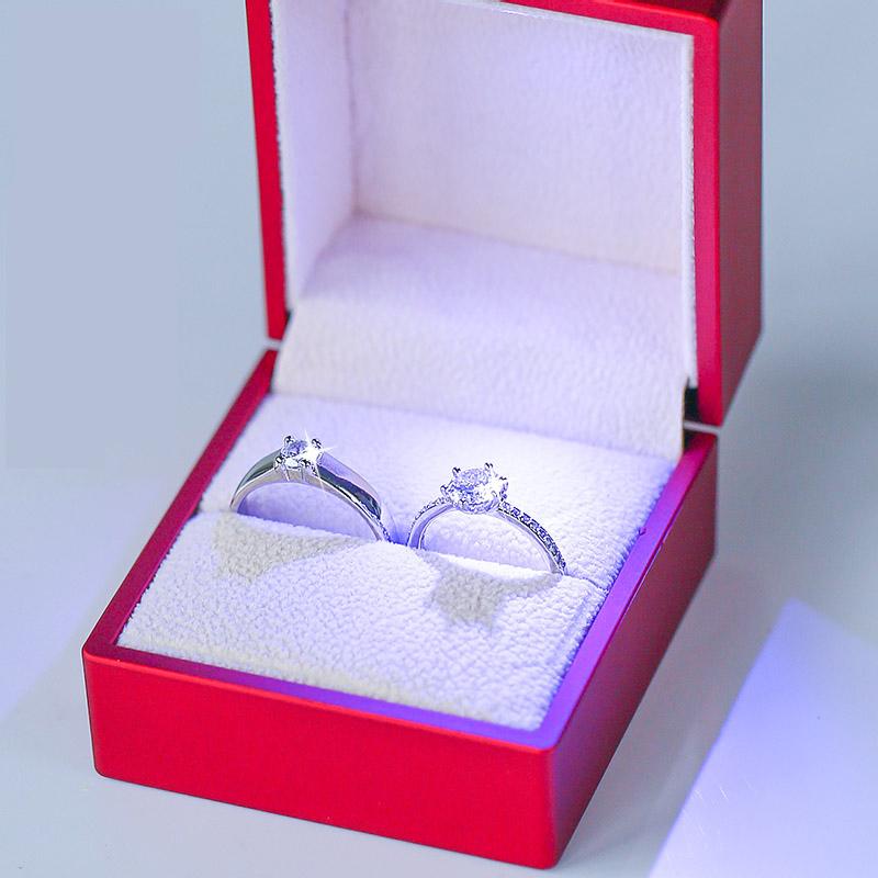 结婚戒指仿真一对婚礼现场用婚戒情侣对戒活口可调节求婚假钻戒子