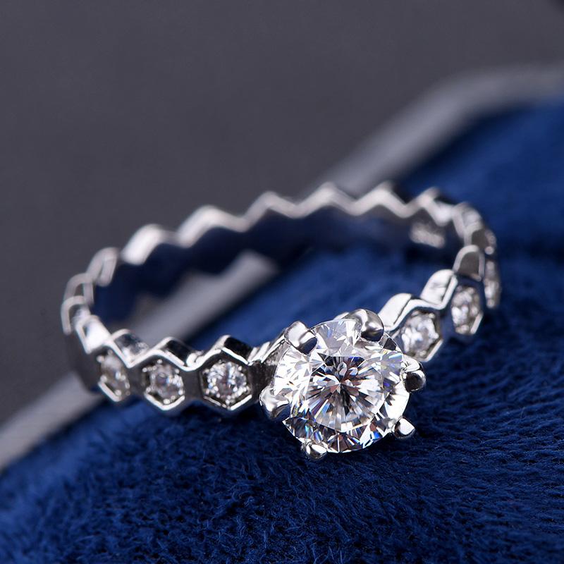 弯弯直播专拍周家蜂巢六爪镶嵌纯银镶嵌莫桑石钻戒女品质求婚戒指