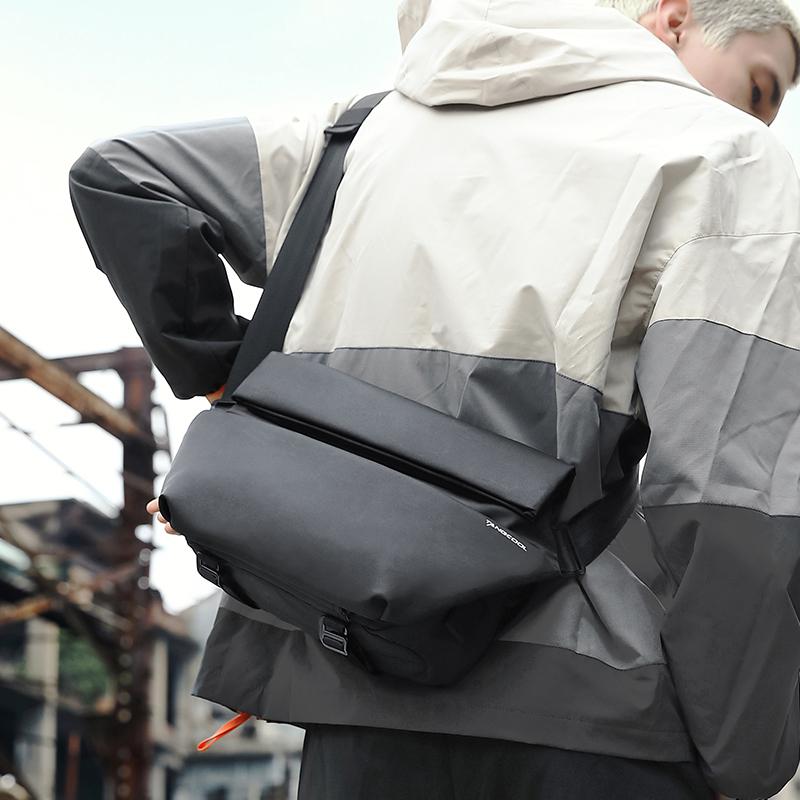 斜挎包男士潮牌机能单肩包运动邮差包小背包女大容量男包夏季胸包