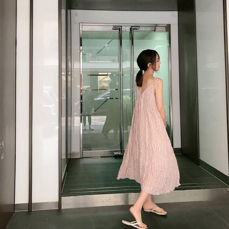 印花吊带连衣裙女夏装新款小清新褶皱V领条纹咸菜裙中长款雪纺裙
