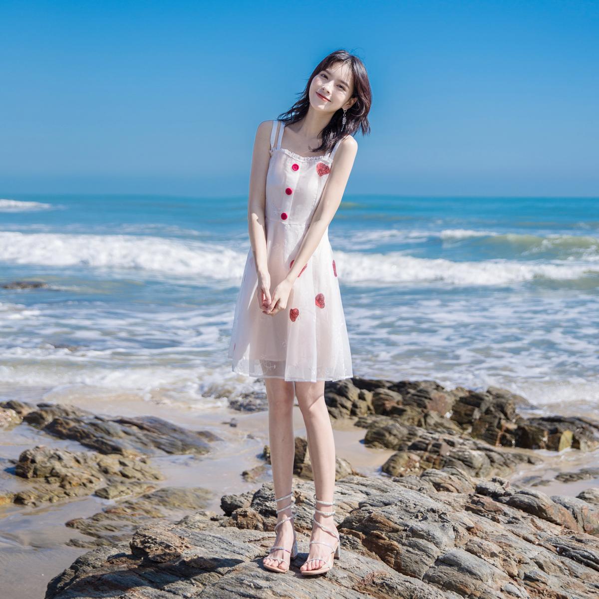 2019新款流行裙子高端气质a字仙女超仙甜美小清新吊带连衣裙女夏