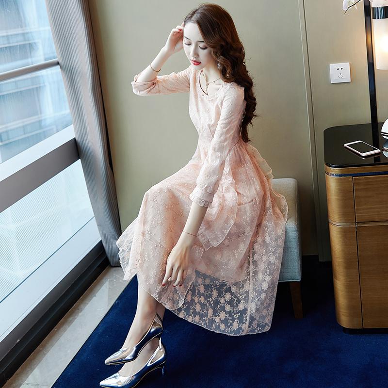 绣花蕾丝连衣裙秋装女2018新款a字中长款裙子初秋慵懒风chic长裙