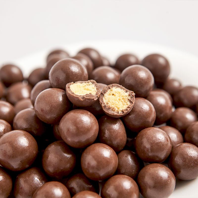 齐鲁壮硕麦丽素520g桶装怀旧黑巧克力夹心脆心球零食糖果送儿童