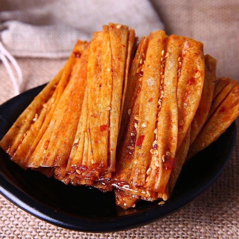湖南抖音同款网红辣条儿时怀旧重庆麻辣豆皮辣片手工辣味零食小吃