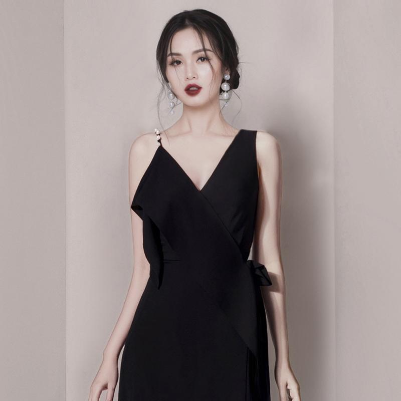 Hego2019夏季新款气质不对称肩带chic修身显瘦日常V领连衣裙女