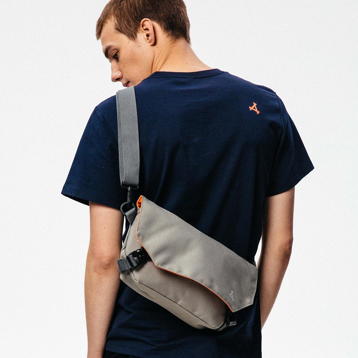 KON2018新款时尚潮流斜挎包男士青年学生单肩包休闲运动户外胸包