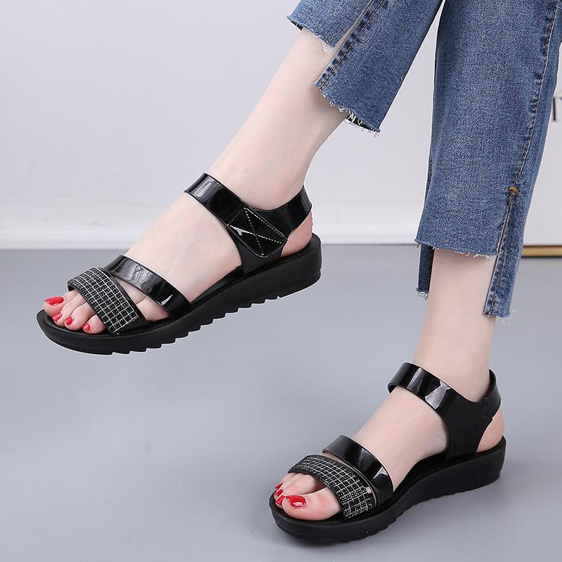 妈妈凉鞋女软凉拖鞋夏季2020新款平底防滑中年舒适中老年奶奶鞋