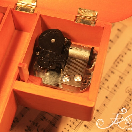 木制三角钢琴音乐盒八音盒模型木质复古生日礼物送女生儿童创意
