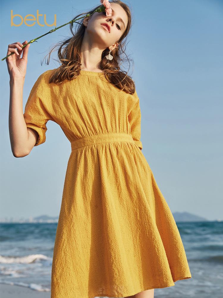 百图姜黄色短袖连衣裙女收腰A字裙中长款裙子2018夏装新款1806T43