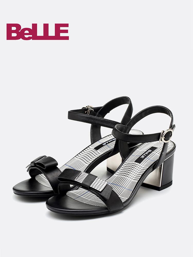 百丽凉鞋18夏商场同款格纹后空粗跟高跟一字带女鞋BLAC9BL8
