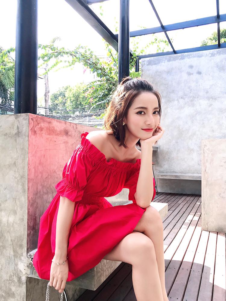 一字肩连衣裙女夏2018新款露肩显瘦小个子高腰红色心机裙子设计感