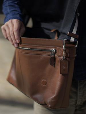 COACH-蔻驰新款纯皮单肩包斜挎包流行时尚商务男包送男友 送父亲