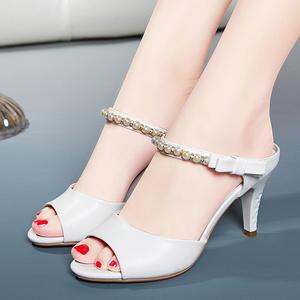 夏时尚外穿一字扣凉鞋