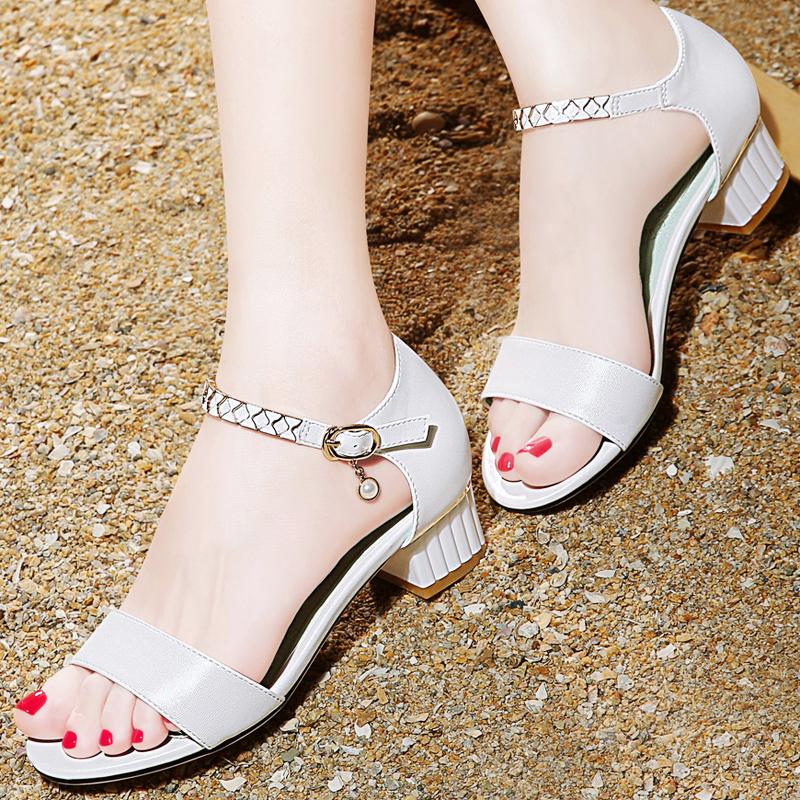 一字扣粗跟凉鞋2018夏季新款韩版百搭女士白色学生夏天中跟女鞋子