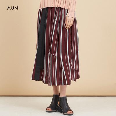 AUMAUM噢姆玛丝菲尔2018秋季新款褶皱裙摆印花撞色条纹女宽松半身裙